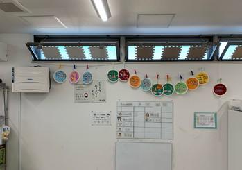 3月1日(月)からのひな祭り工作週間が始まり初日に展示した作品です。紙皿の中に子ども達が思い思いのひな祭りを表現してくれました。